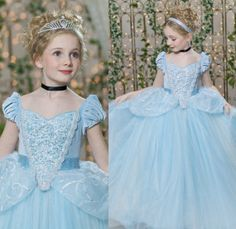 Cinderella Theme Party with a beautiful and original decoration - Celebrat : Home of Celebration, Events to Celebrate, Wishes, Gifts ideas and more ! Cinderella Dresses, Disney Dresses, Cinderella Disney, Cinderella Costume Kids, Cinderella Hair, Cinderella Theme, Gowns For Girls, Girls Dresses, Flower Girl Dresses
