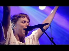 Love Is Unafraid (Spontaneous Worship) - Steffany Gretzinger and Amanda Cook | Bethel Music - YouTube