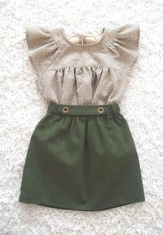 A cute but also a little tough little skirt in a beautiful colour green. At the front it is gathered and at the waistband it has two buttons. The #babyclothes