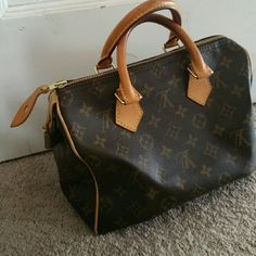 Louis Vuitton speedy 25 Clean great everyday bag. Leather is still lighter small imperfections on top of handle as shown.. otherwise great condition. Louis Vuitton Bags
