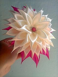 Best 7 Liz Domínguez's media content and analytics Ribon Flowers, Satin Ribbon Flowers, Cloth Flowers, Kanzashi Flowers, Ribbon Art, Diy Ribbon, Ribbon Crafts, Flower Crafts, Diy Flowers
