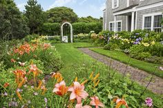 A Nantucket Cottage Garden Finds its Sweet SpotCompact yet overflowing with blooms, this perennial garden gives its owners a spectacular show all summer long See the full story at This Old House. Perennials Fabric, Full Sun Perennials, Fall Perennials, Nantucket Cottage, Garden Arches, Cottage Garden Plants, Cottage Gardens, Fall Plants, Potted Plants