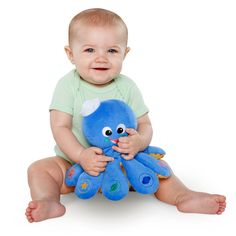 Colors, languages and classical music - all in this plush Baby Einstein pal your child will recognize from the videos.