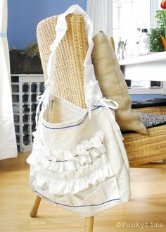 Free Tutorial - Upcycled Apron Bag