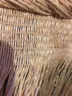 whatu muka Flax Weaving, Basket Weaving, Maori Designs, Weaving Projects, Cloaks, Ancestry, Textile Art, Fiber Art, Primitive