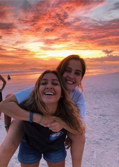 676 best cute beach pictures images in 2019 Cute Friend Pictures, Best Friend Pictures, Cute Photos, Bff Pics, Bff Goals, Best Friend Goals, Summer Pictures, Beach Pictures, Vsco Pictures