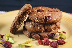 Cranberry & Pistachio Chocolate Cookies by MyInspiration Cranberry Cookies, Cranberry Recipes, Just Desserts, Delicious Desserts, Yummy Food, Cookie Recipes, Dessert Recipes, Easy Thanksgiving Recipes, Vegan Baking