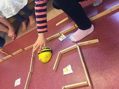 Vi lånade en markerlåda med en Bee-Bot för att vi ville jobba med samarbete, matematik, programmering och teknik med barnen. Att använda en Bee-Bot var ett nytt inslag i förskolans vardag. Barnen var väldigt intresserade och förstod snabbt hur de skulle programmera Bee-Boten så den skulle gå dit de ville. I början använde vi kartan… Appar, Programming, Montessori, Robot, Preschool, Bee, Coding, Activities, Thoughts