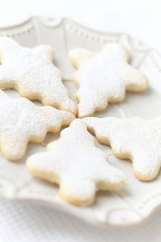 Christmas Tree Cookies!! NOW THESE I CAN REALLY DO I THINK LOVE IT WHEN THEY ARE SIMPLE. BUT WISH I COULD DO ALL THESE CUTE ONES TO!!!