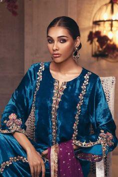Pakistani Fashion Casual, Pakistani Dress Design, Bollywood Fashion, Indian Fashion, Shadi Dresses, Pakistani Dresses, Indian Dresses, Indian Designer Outfits, Designer Dresses