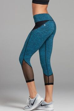 Spread the love Awesome Workout Clothes from 43 of the Modest Workout Clothes collection is the most trending fashion outfit this season. This Workout Clothes look related to leggings, yoga… Leggings Mode, Crop Top And Leggings, Sports Leggings, Cheap Leggings, Printed Leggings, Legging Outfits, Leggings Fashion, Workout Attire, Workout Wear