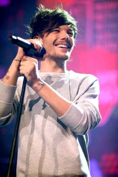 When he and his lil beard and lil hair and smile and eyes were on stage looking beautiful like this. | 30 Times Louis Tomlinson Was The Most Perfect Member Of One Direction In 2013