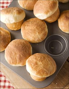 Look amazing & made in cupcake tin! Old-Fashioned Yeast Rolls | Picture Perfect Meals