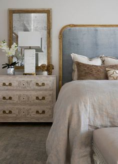 French Bedroom - Design photos, ideas and inspiration. Amazing gallery of interior design and decorating ideas of French Bedroom in bedrooms, girl's rooms by elite interior designers - Page 1 Home Bedroom, Bedroom Furniture, Bedroom Decor, Furniture Design, Dream Bedroom, Luxury Furniture, Furniture Makeover, Chair Design, Painted Furniture
