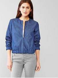 Denim bomber jacket from the GAP-- this looks so simple, bet even I could sew it. Lulu Fashion, Fashion Outfits, Estilo Jeans, Denim Bomber Jacket, Denim Ideas, Jackets For Women, Clothes For Women, Mode Vintage, Maternity Outfits