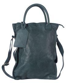 Het bekende model van Cowboysbag is een stoere comfortabele tas, die je als crossbody kunt dragen dankzij de verstelbare schouderband. De tas is gemaakt van superzacht leer met een 'gebruikte' vintage uitstraling.