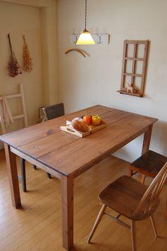 店舗什器・ダイニングテーブルを製作しました。素材はパインの無垢材を使用、植物系天然塗料と蜜蝋ワックスで仕上げた100%ピュアなテーブルです。ラステックな素材感...|ハンドメイド、手作り、手仕事品の通販・販売・購入ならCreema。