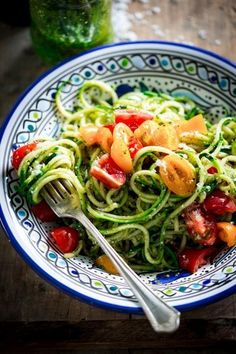 These spiraled zucchini noodles are a no-cook, low-carb meal by /healthyseasonal/ you'll just love this summer!