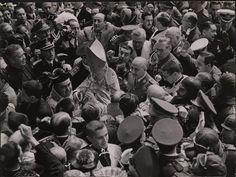 PLANERO,1/4 / Un momento de la visita del general Franco a la ciudad de Murcia con motivo de la riada del 21 de abril de 1946. http://archivoweb.carm.es/archivoGeneral/arg.mostrar_visor3?idses=0