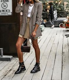 plaid blazer, white tee shirt, black boots – casual fall outfit, winter outfit, … - My CMS Moda Fashion, Trendy Fashion, Fashion Looks, Fashion Trends, Fashion Vintage, Vintage Hipster, Vintage Grunge, Womens Fashion, Style Fashion