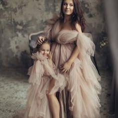 Maternity Dresses For Photoshoot, Maternity Gowns, Maternity Pictures, Pregnancy Photos, Mommy And Me Dresses, Mommy And Me Outfits, Mommy And Me Photo Shoot, Mother Daughter Photography, Shooting Photo