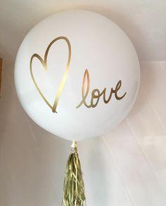 Love love love ❤️ . . . . #valentinesday #love #sanvalentin #globos #gold #white #wedding