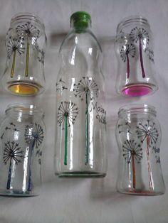Botella de 1 lt + juego de frascos Bottle Painting, Bottle Art, Water Bottle, Glass Painting Designs, Paint Designs, Blue Pottery, Painted Jars, Pottery Designs, Mason Jar Crafts