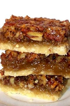 You might associate Pecan Pie with Thanksgiving and fall baking. And while that's true, I have found that Pecan Pie is really a fantastic pie recipe to enjoy all year long, which of course includes these Pecan Pie Squares! #bars #pie #dessert #pecan