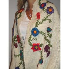 ruanas bordadas - Buscar con Google Wool Embroidery, Silk Ribbon Embroidery, Cross Stitch Embroidery, Embroidery Designs, Crochet Cardigan, Knit Crochet, Mode Kimono, Embroidered Clothes, Shawls And Wraps