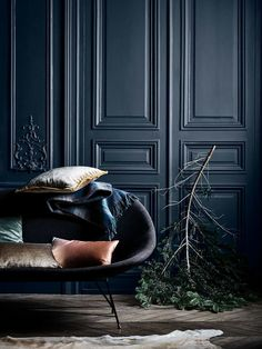 Home backdrop for inspiration [Zara Home Midnight Blue Zara Home, Dark Interiors, Colorful Interiors, Foyer Decorating, Blue Walls, Room Colors, Midnight Blue, Home Deco, Furniture