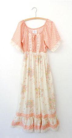 Vintage 70's boho prairie festival maxi dress / off shoulder floral print lace Gunne Sax style / S M small medium