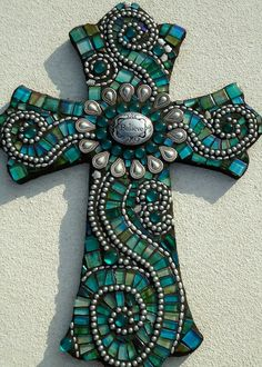 Believe Mosaic Cross by BrokenBeautyMosaics on Etsy .@Jorge Martinez Martinez Cavalcante (JORGENCA) Mosaic Tiles, Mosaic Art, Mosaic Glass, Stained Glass, Glass Art, Mosaics, Crosses Decor, Wooden Crosses, Wall Crosses