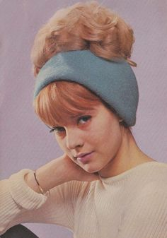 Hair up. Pop Singers, Female Singers, Beatnik Style, 60s Style, Vartan Sylvie, French Pop, Idole, Sixties Fashion, Retro Hairstyles