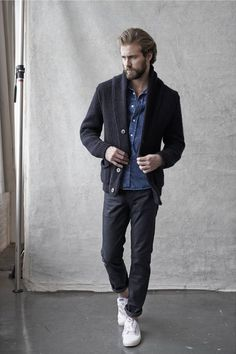 How to Wear Black Chinos looks & outfits) Look Fashion, Autumn Fashion, Mens Fashion, Fashion Trends, Fashion Updates, Black Chinos, All Jeans, Suit Up, Denim Trends
