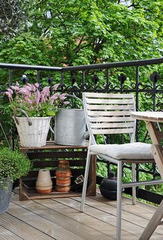Wicker, glavanised steel and terracotta all great key elements in a garden dressing.  And the crate great for staging too