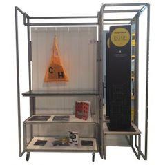 CLOSET Espositore composto da appendiabiti, tavolo e specchio cm. 160x40x200h