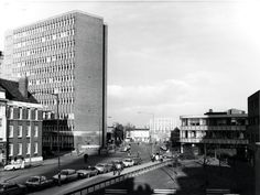 The Gosta Green campus of Aston University in #1983, showing the side of the Main Building and the Sacks of Potatoes pub in the distance.