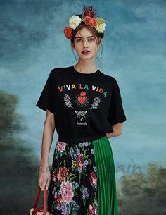 Stradivarius homenajea a Frida Kahlo Fiesta Outfit, Mexican Outfit, Mexican Dresses, Mexican Style, Mexican Fashion Style, Fashion And Beauty Tips, Look Fashion, Fashion Outfits, Mode Ab 50
