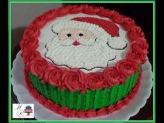 We come Christmas and a Santa cake charms everyone rejoices and supper. Christmas Cake Designs, Christmas Cake Decorations, Christmas Cupcakes, Holiday Cakes, Holiday Desserts, Buttercream Designs, Buttercream Cake, Cake Decorating Techniques, Cake Decorating Tutorials