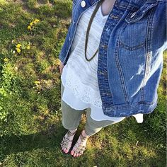Out for an afternoon walk and I'm loving this new top I found at @tjmaxx #ootd #mom #momlife #momiform #momstyle #mommyblogger #spring #springstyle #maxxinista #tjmaxx