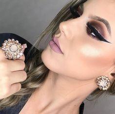 INSPIRAÇÃO: MAQUIAGEM DE FESTA DA SEMANA Sexy Makeup, Makeup Looks, Makeup Trends, Makeup Tips, Glitter Outfit, Gorgeous Eyes, Beautiful, Hazel Eyes, Eyeshadow Brushes