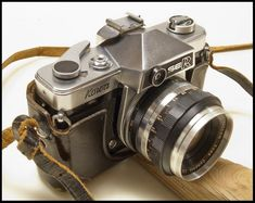 This SLR was made in Japan in the mid sixties. Kowa SE R Camera Antique Cameras, Old Cameras, Vintage Cameras, 35mm Film, Film Camera, Camera Lens, Photo Lens, Reflex Camera, Classic Camera