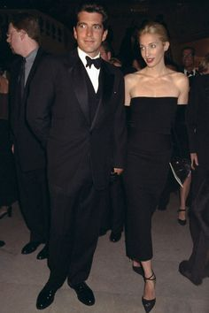 How to Copy Carolyn Bessette Kennedy's Iconic Style  - TownandCountryMag.com