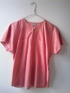 rot-weiß gestreiftes Shirt