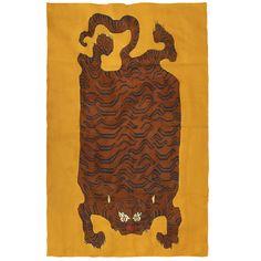 cool Royal Bengala  #arjumandtiger #heavylinentapestry #idaricagazzoni #interiordesignmilano #milanodesign #tibetantiger #tigercarpet #tigerrun