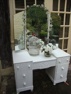 Gorgeous 1920's oak dressing table, painted in F&B Wimborne White. We sourced this for a customer and it was so stunning in real life, look at those mirrors and that detail! :)