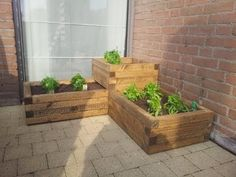 Build a cheap and easy wooden planter box - YouTube