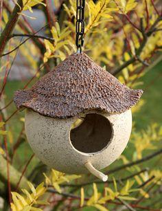 http://de.dawanda.com/product/54629063-Vogelhaus-Futterhaus-Gartenkeramik