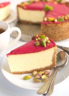 Sernik z białą czekoladą, kremem żurawinowym i pistacjami Food Cakes, Cheesecakes, Cake Recipes, Food And Drink, Pudding, Cooking Recipes, Chocolate, Baking, Sweet