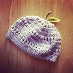 A beanie for Mina! #beanie #crochet #crocheter #crocheting #crochetlove #crochetaddict #crochetersofinstagram #parme #purple #fruit by thelittledoor